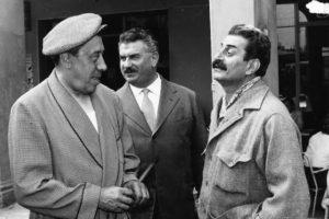 Giovannino Guareschi, giornalista, umorista e caricaturista italiano, creatore di Don Camillo e Don Peppone